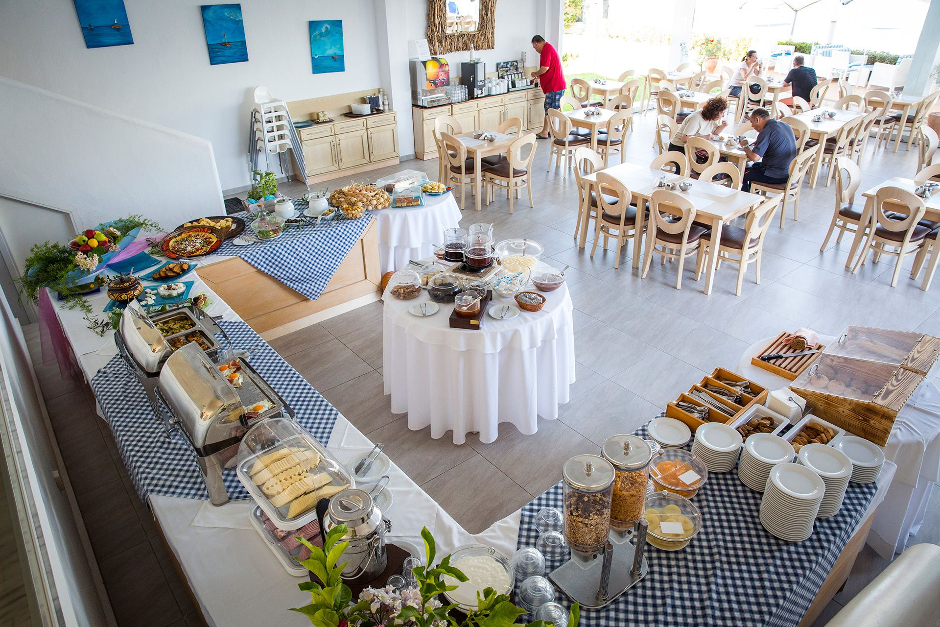 In a specially decorated room, a buffet breakfast is served, with unique Greek traditional products, variety and excellent quality.