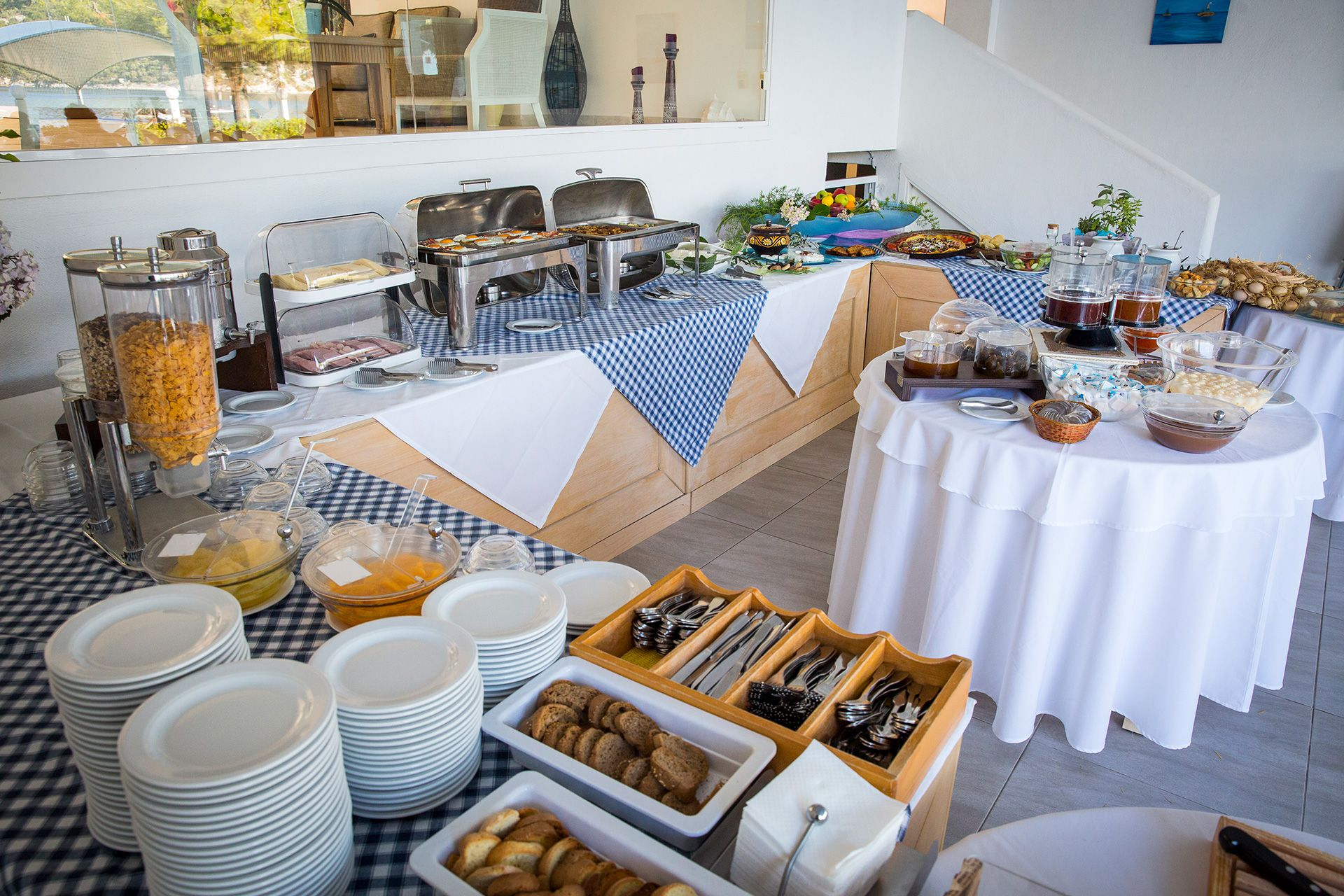 In the elaborately landscaped area of our hotel, a buffet of handmade Greek dishes is hosted.