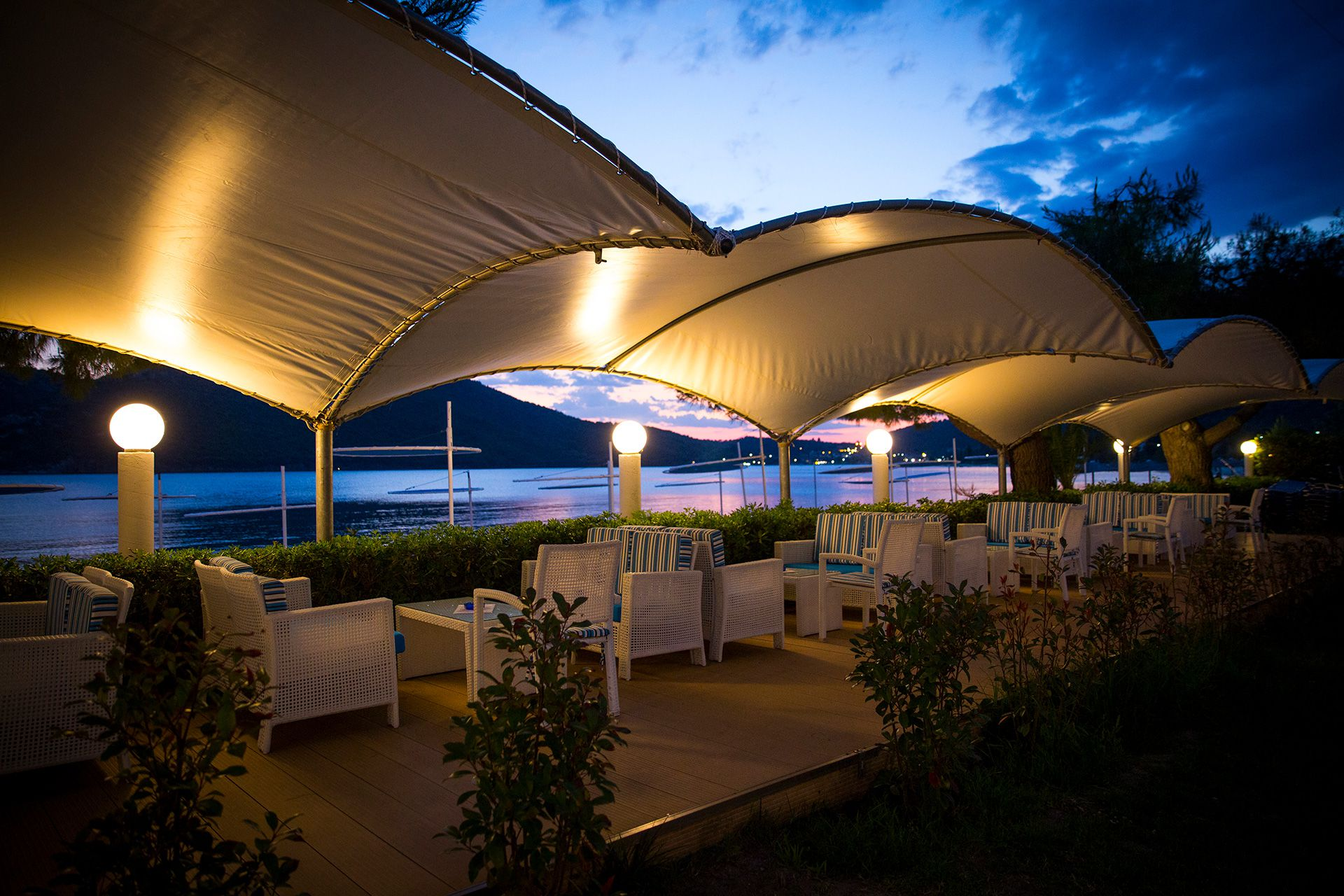 At the hotel Cafe Bar you can enjoy your evening drink while relaxing in front of the sea view.